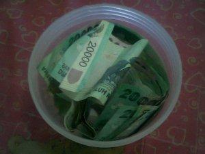 uang 20 ribu-ku di celengan