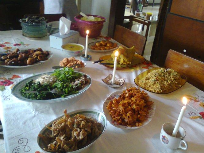 Makanannya banyak, jenisnya juga banyak. Alhamdulillah.